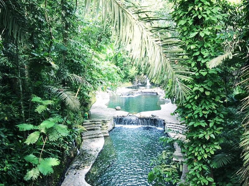 Filipinas. Refrescante baño en las piscinas de agua volcánica