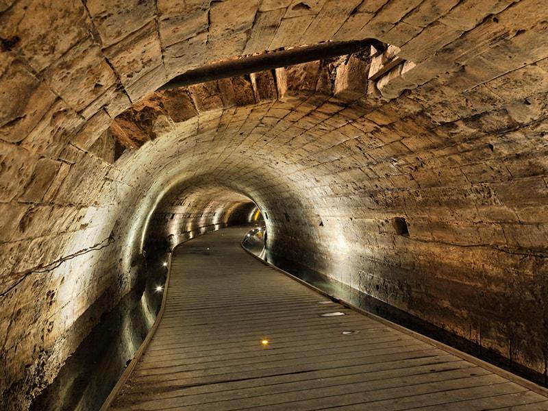 Israel. Recorrido por los túneles subterráneos