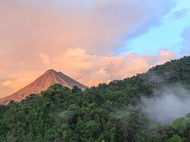 Costa Rica. Deslizarse por el dosel del bosque lluvioso en Arenal