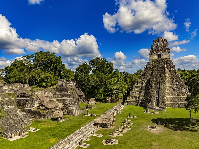 Guatemala. Recorrido arqueológico por el Parque de Uaxactun